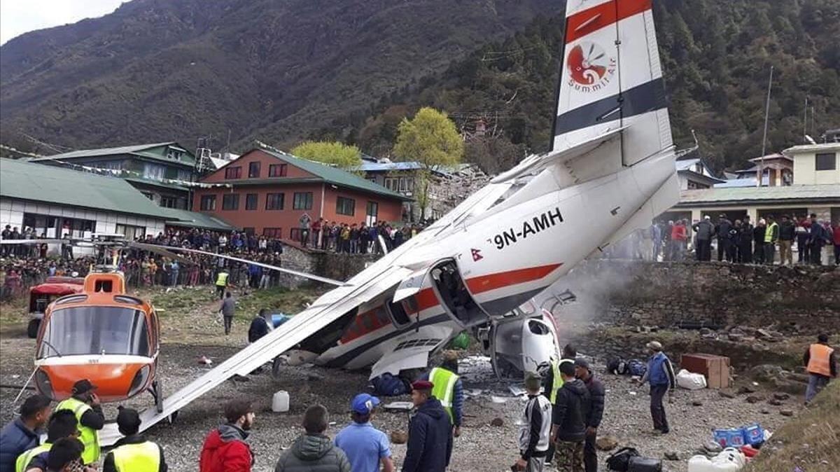 Al menos tres muertos y tres heridos en un accidente de avión en Nepal