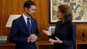 El conseller de Territori i Sostenibilitat, Damià Calvet, junto a la ministra para la Transición Ecológica, Teresa Ribera.