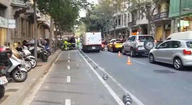 Barcelona valora en 320.000 euros els 250 contenidors cremats ahir a la nit