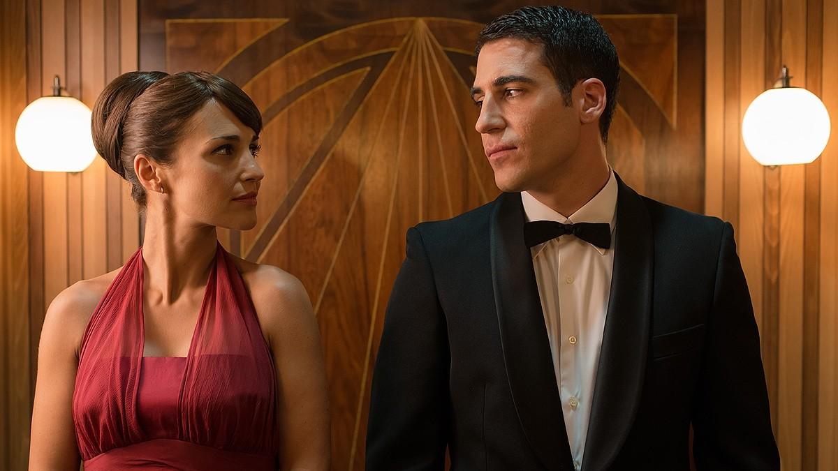 Paula Echevarría y Miguel Ángel Silvestre en una escena de Velvet.