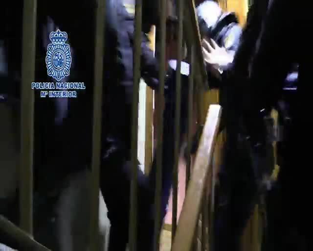 La Policía Nacional han desarticulado una organización presuntamente dedicada a la falsificación y clonación de tarjetas, que estaba liderada por un individuo que fue condenado por financiar los atentados del 11-S en Nueva York utilizando el mismo procedimiento de falsificación.