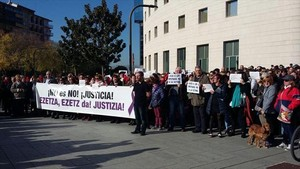 Protesta ante el juzgado de Pamplona contra La manada, en noviembre.