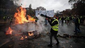 Protestas de los chalecos amarillos por las calles de París.