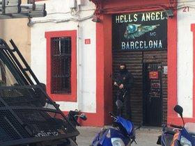Registro de los Mossos en la sede de Hells Angels en el Poblenou (Barcelona)