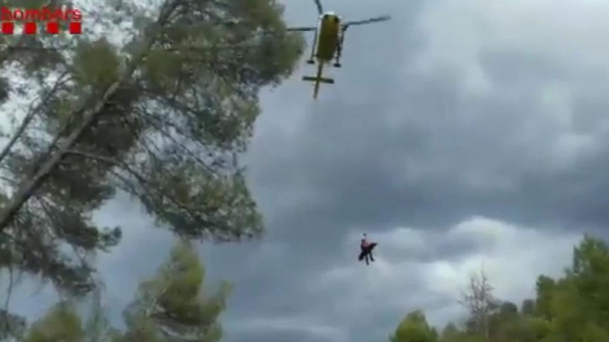 Rescate en helicóptero de una barranquista en Carme-Orpí.