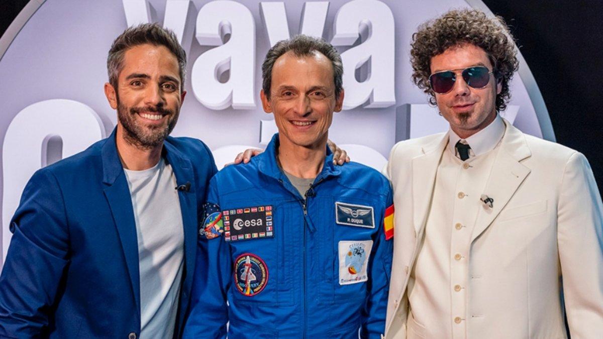 Roberto Leal y Pablo Ibáñez con Pedro Duque, ministro en funciones de Ciencia, Innovación y Universidades, en el plató de 'Vaya Crack'.