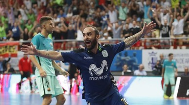 Una genialidad de Ricardinho deja al Barça sin el título de Liga