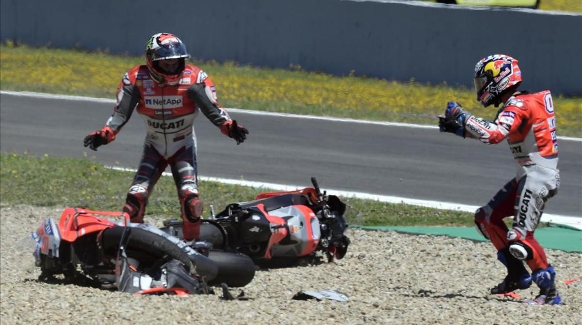Márquez arrasa a Jerez provocant el caos a la seva esquena