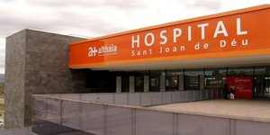 Entrada del Hospital Sant Joan de Déu de Manresa.
