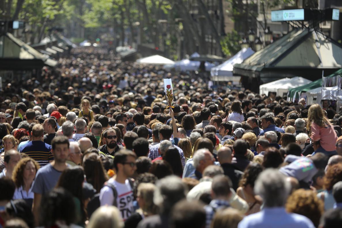 La Rambla, abarrotada de gente.