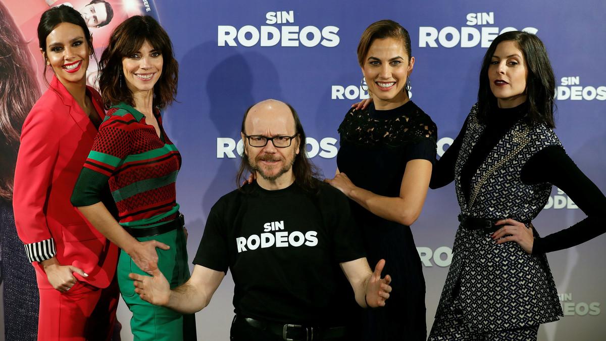 Santiago Segura junto a (de izquierda a derecha) Cristina Pedroche, Maribel Vallverdú, Toni Acosta y Bárbara Santa-Cruz