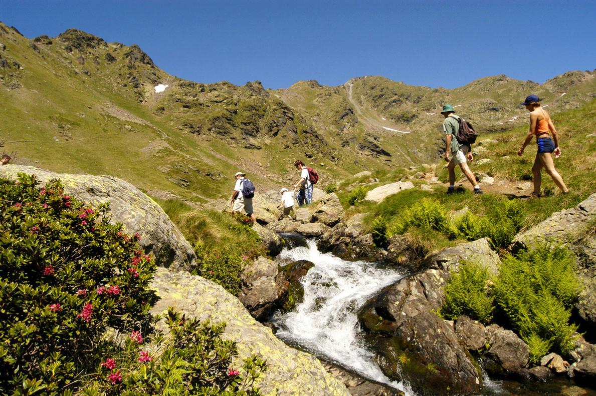 Senderistas en Andorra.