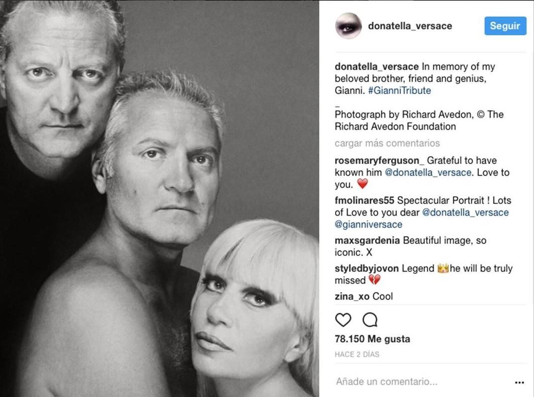 Donatella Versace ha publicado infinidad de imágenes de su hermano Gianni Versace, en el 20º aniversario de su trágica muerte.