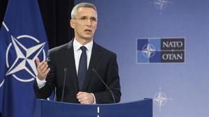 Stoltenberg presenta el informe anual de la OTAN del 2016, durante una rueda de prensa, en Bruselas, el 13 de marzo.