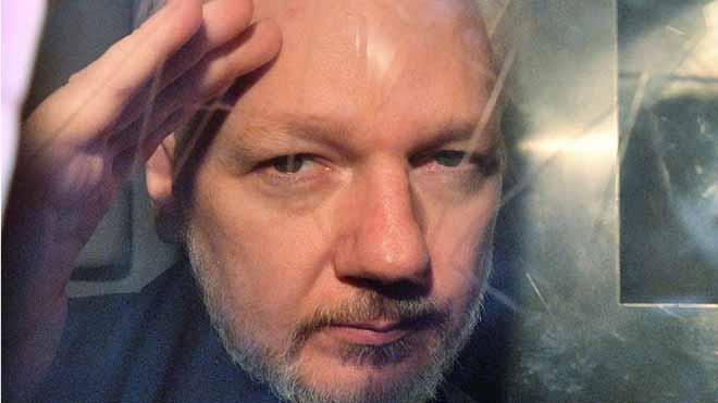Suecia reabre el caso contra Assange por violación.