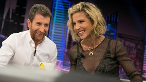 Pablo Motos con la actriz Elsa Pataky, en El hormiguero (Antena 3)