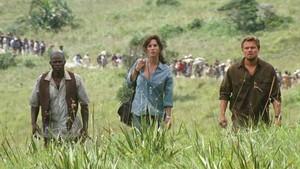Djimon Hounsou, Jennifer Connelly y Leonardo DiCaprio, en una escena de lapelícula'Diamante de sangre'.