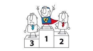 Tres muñecos dibujados en el podio.