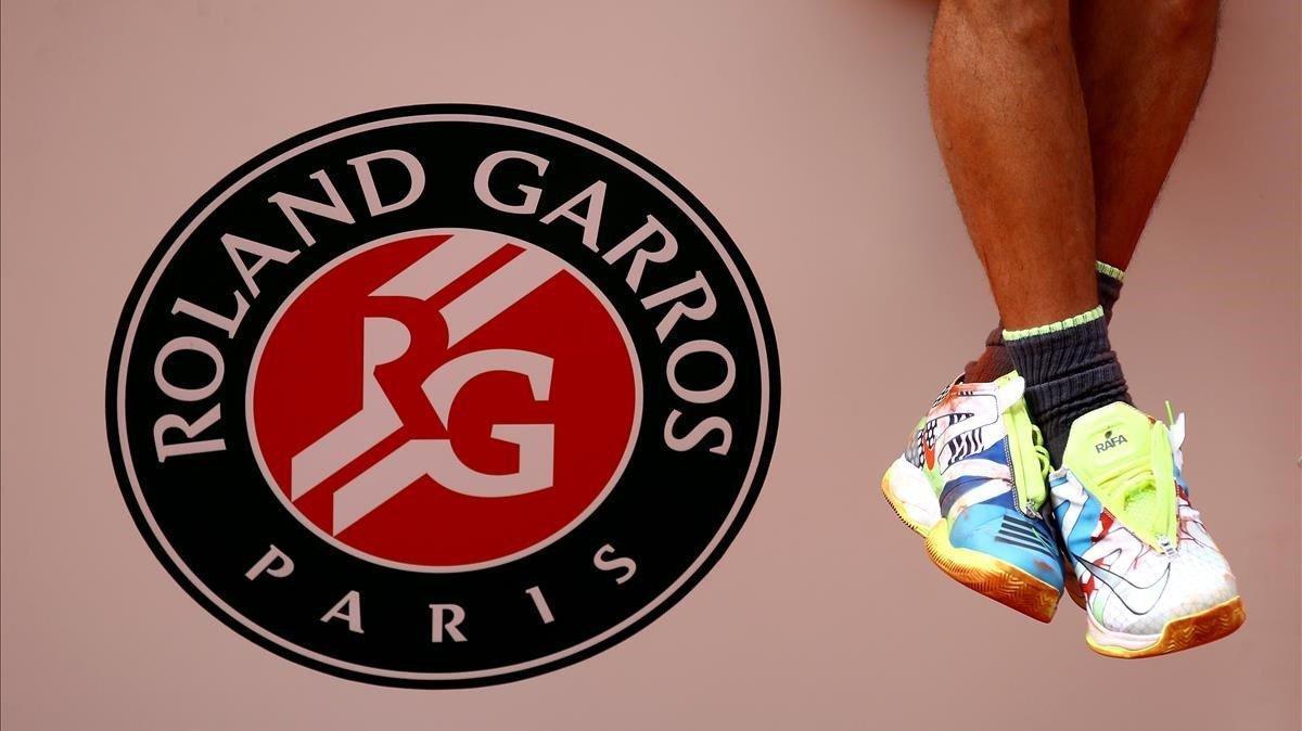 Una imagen de las zapatillas deportivas de Nadal tras su triunfo en Roland Garros 2019.