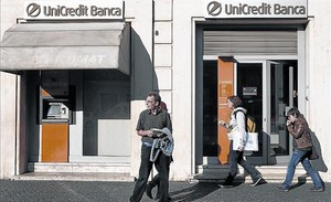Una sucursal de Unicredit, uno de los bancos con dudas sobre su morosidad.