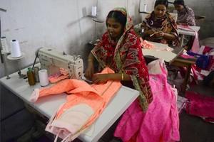 Una trabajadora de una fábrica de Bangladés.