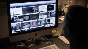 Una usuaria busca contenidos de autolesiones en Tumblr.
