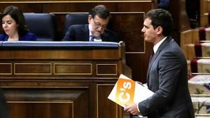 El líder de Ciudadanos, Albert Rivera, y el presidente en funciones, Mariano Rajoy, en el Congreso la pasada legislatura.