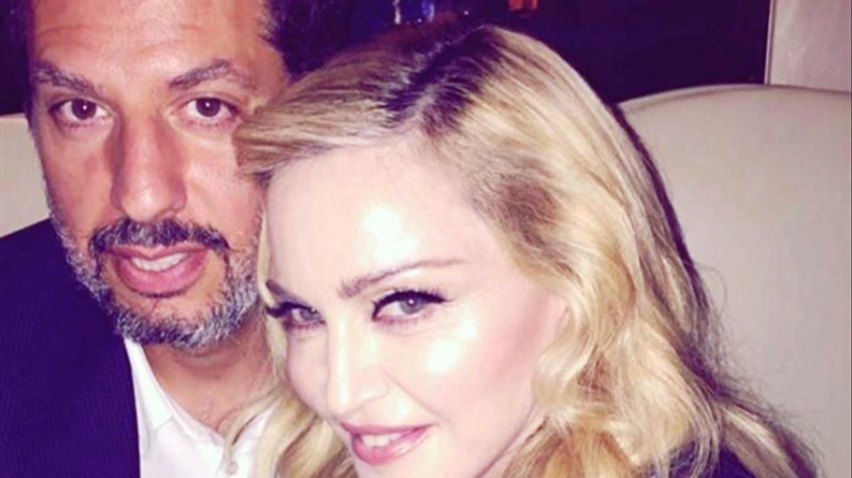 Madonna junto a su representante, Guy Oseary