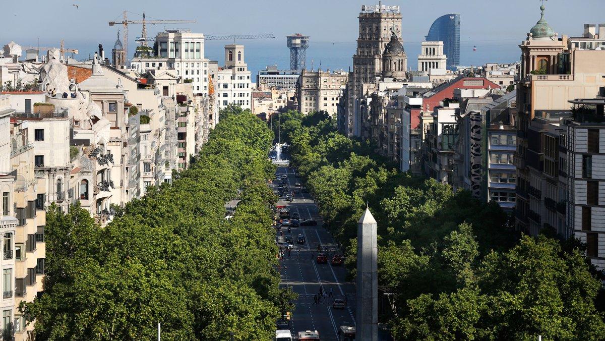 Vista del paseo de Gràcia desde la Diagonal.