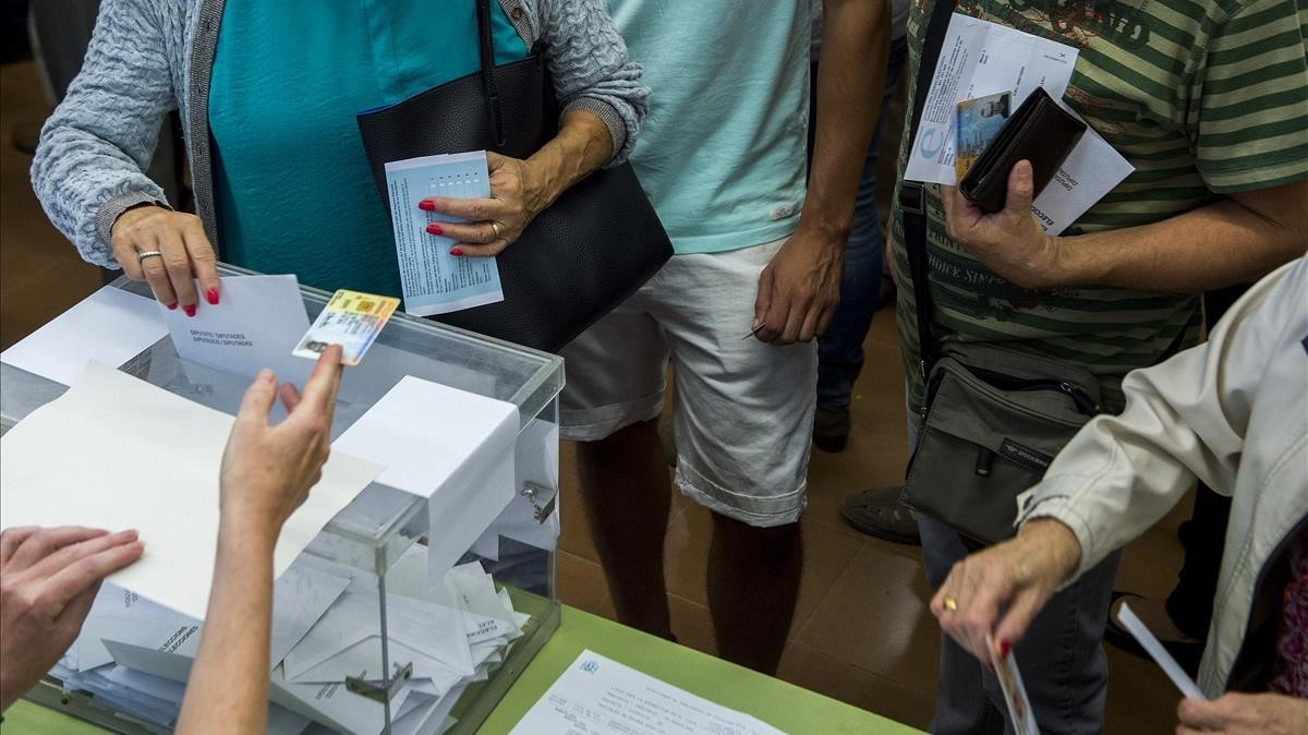 Votar en día domingo no es algo ni mucho menos universal.Estados Unidos, Reino Unido o Corea votan entre semana y, en España, las primeras elecciones de la restaurada democracia fueron en día laborable.