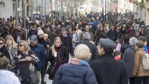 La població espanyola augmenta per la immigració i ja suma 46,5 milions