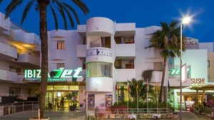 Los apartamentos Jet de la Platja den Bossa,en una foto de archivo.
