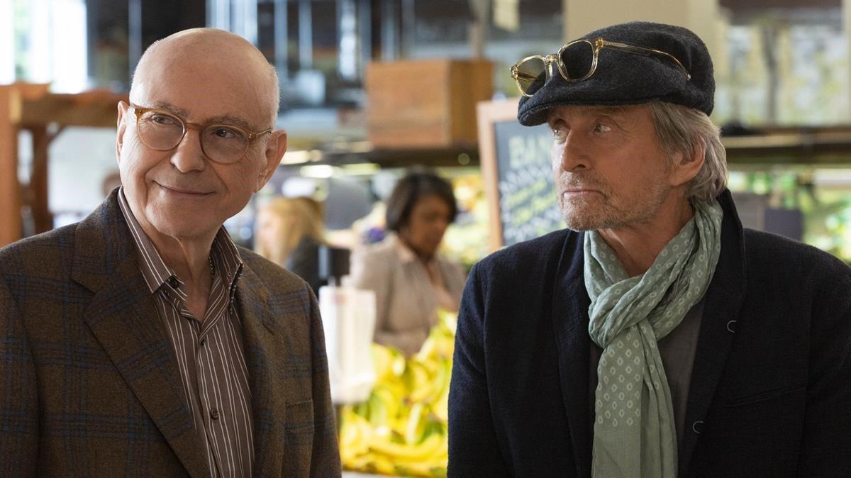 Alan Arkin y Michael Douglas frente al abismo de la senectud, en una delicia llamada 'El método Kominsky'.