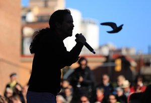 Pablo Iglesias durante el acto electoral en Barcelona para dar apoyo a Jaume Asens.