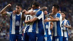 El Espanyol celebra el gol de Borja Iglesias frente al Stjarnan en Cornellà-El Prat.
