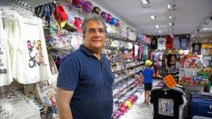 Venedors immigrants amb botiga demanen al 'top manta' que compleixi la llei