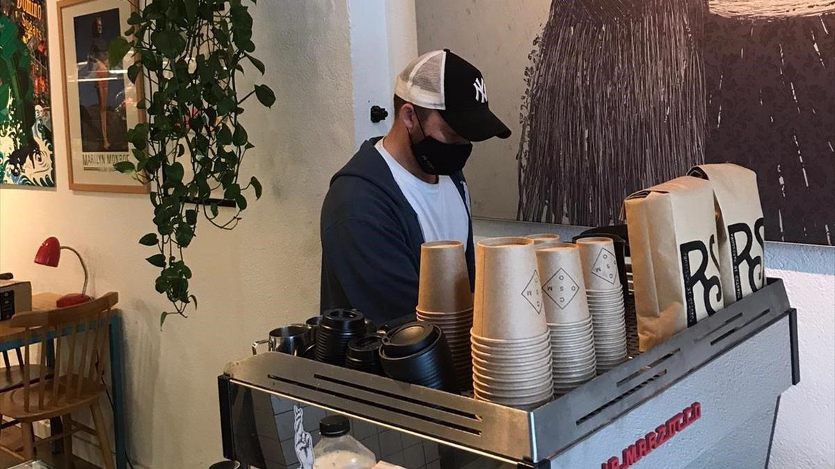 Thomas, en el establecimiento Cafe Cosmo, en la calle de Enric Granados de Barcelona.