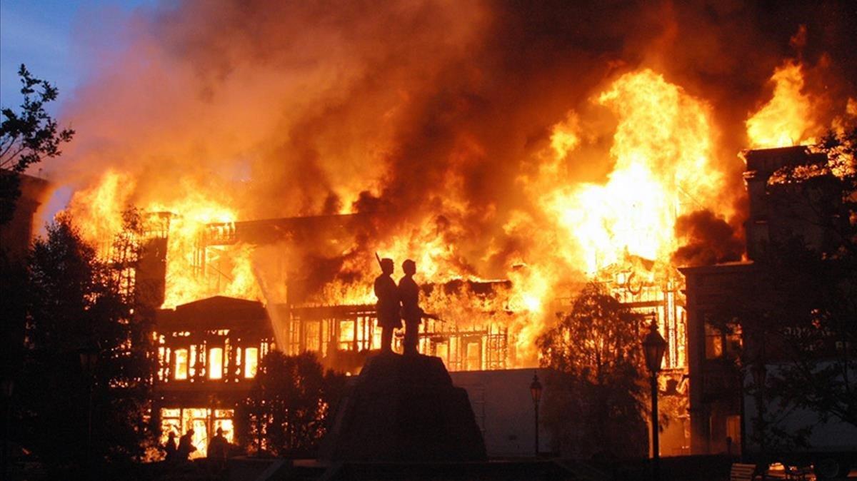 Una imagen del incendio en los Universal Studios, en Los Ángeles, en junio del 2008.