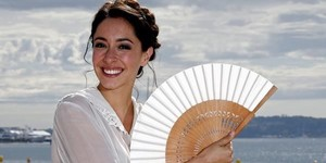 zentauroepp23854004 actress oona chaplin poses during a photocall for the televi170504175933