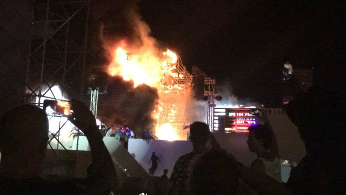 Fuego en el escenario de Tomorroland de Santa Coloma de Gramanet.