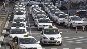 zentauroepp23915838 gra207 madrid 14 10 2013 decenas de taxis hacen cola est171229113957