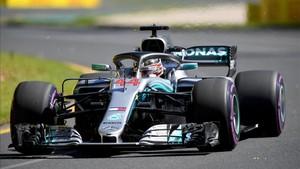 Hamilton impone su ritmo en los libres