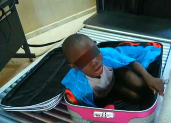 Abou, el niño que intentó entrar en España dentro de una maleta.