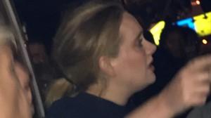 La cantante Adele en el acto de solidaridad por las víctimas del edificio Grenfell de Londres.
