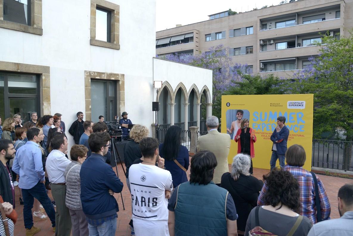La alcaldesa Núria Marínen la presentación del programa Summer Experience 2018 de LHospitalet