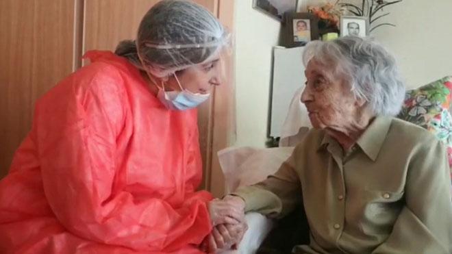 María Branyas, la anciana más longeva de España, con 113 años, supera el coronavirus en la residencia de Olot (Girona) donde vive.