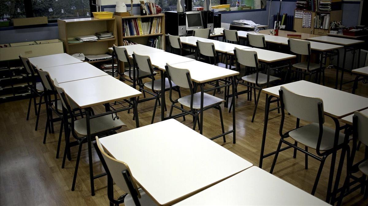 Un aula de colegio vacía.