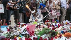 Homenaje en la Rambla de Barcelona a las víctimas del sangriento atentado terrorista del pasado mes de agosto.