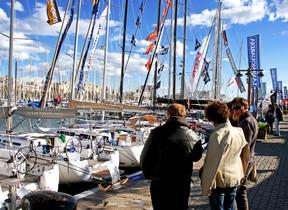 Barcos expuestos del Salón Náutico en el Moll de Espanya del Port Vell.