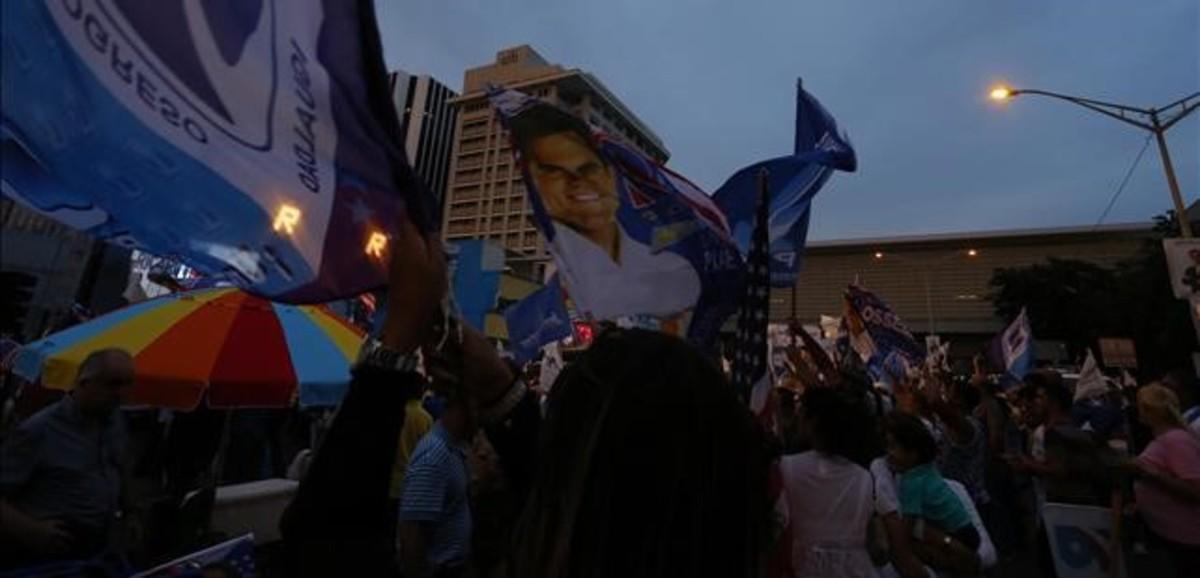Ciudadanos puertorriqueños durante la jornada electoral del 5 de junio del 2016.